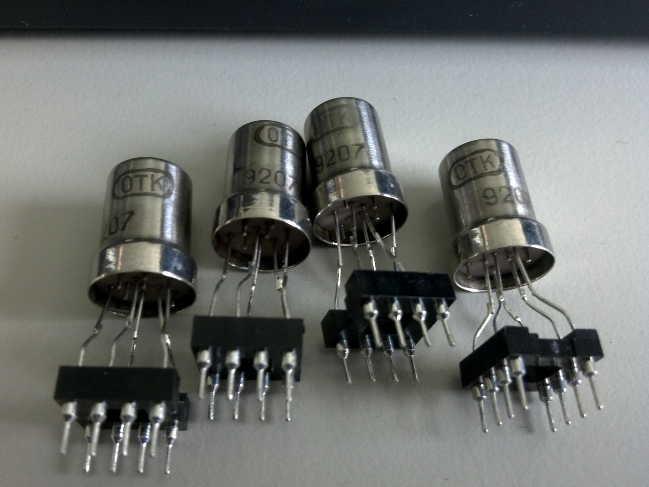 02-Nuvistors installed on the socket.jpg